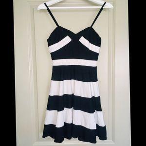 Black White Sriped Sweetheart Neckline Mini Dress